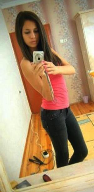 Branda from Riverside, Illinois is looking for adult webcam chat