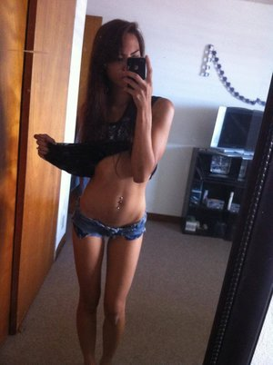Sharen is looking for adult webcam chat