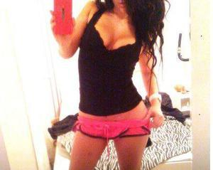 Lisandra from Nebraska is looking for adult webcam chat